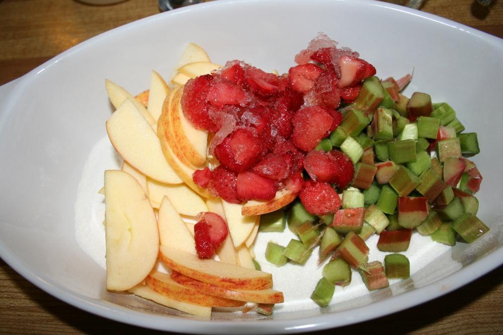 Strawberry Rhubarb Apple Crisp (4/6)